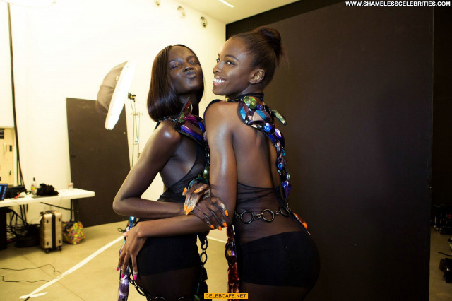 Duckie Thot Fashion Show Babe Posing Hot Celebrity Beautiful See