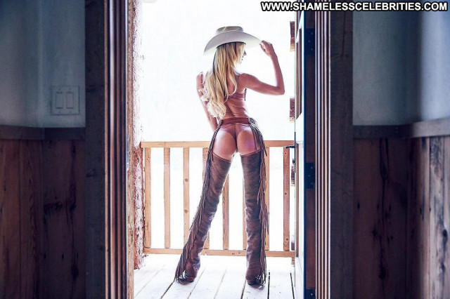 Aida Yespica No Source Beautiful Asses Busty Hot Celebrity Big Ass