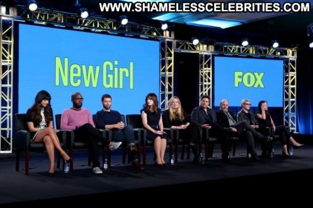 Zooey Deschanel New Girl Posing Hot Babe Paparazzi Tv Show Beautiful