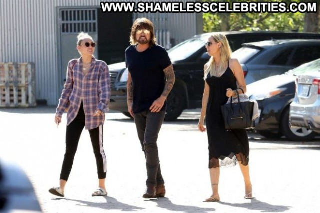 Miley Cyrus No Source Celebrity Paparazzi Mali Malibu Shopping Babe