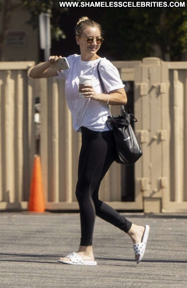 Kaley Cuoco No Source Babe Posing Hot Paparazzi Celebrity Beautiful
