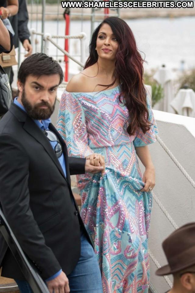 Aishwarya Rai No Source Beautiful Babe Paparazzi Posing Hot Celebrity
