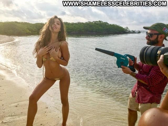 Alexis Ren Sports Illustrated Swimsuit Posing Hot Twitter Swimsuit