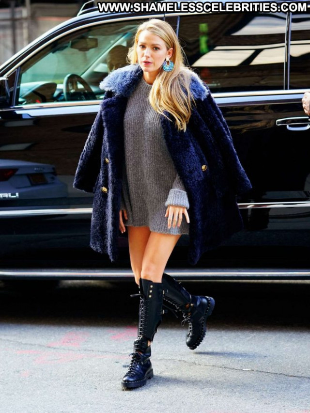 Blake Lively New York Live Paparazzi Posing Hot Celebrity New York