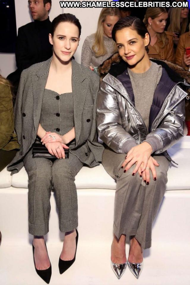 Katie Holme Fashion Show Posing Hot Beautiful Celebrity Paparazzi