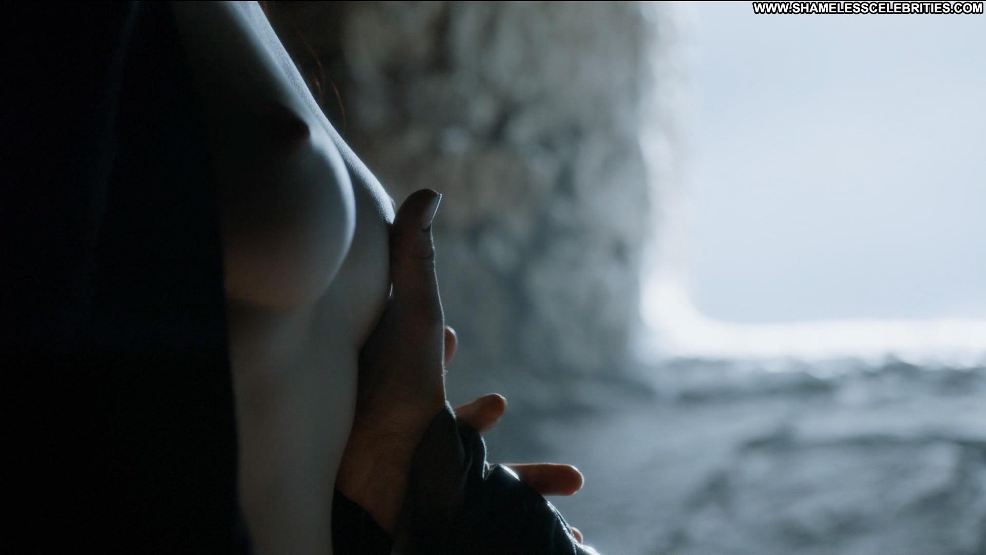 Emilia clarke thrones nude