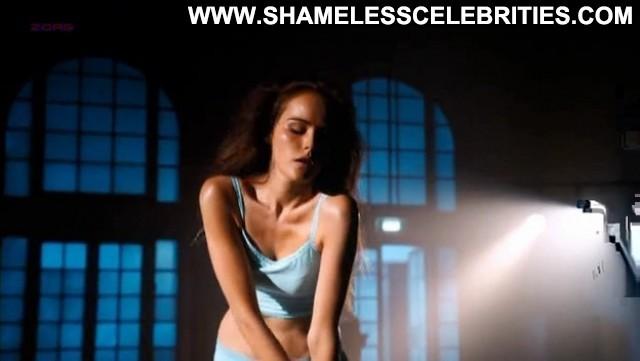 Isabel Lucas A Heartbeat Away Posing Hot Cute Celebrity Sexy Hot