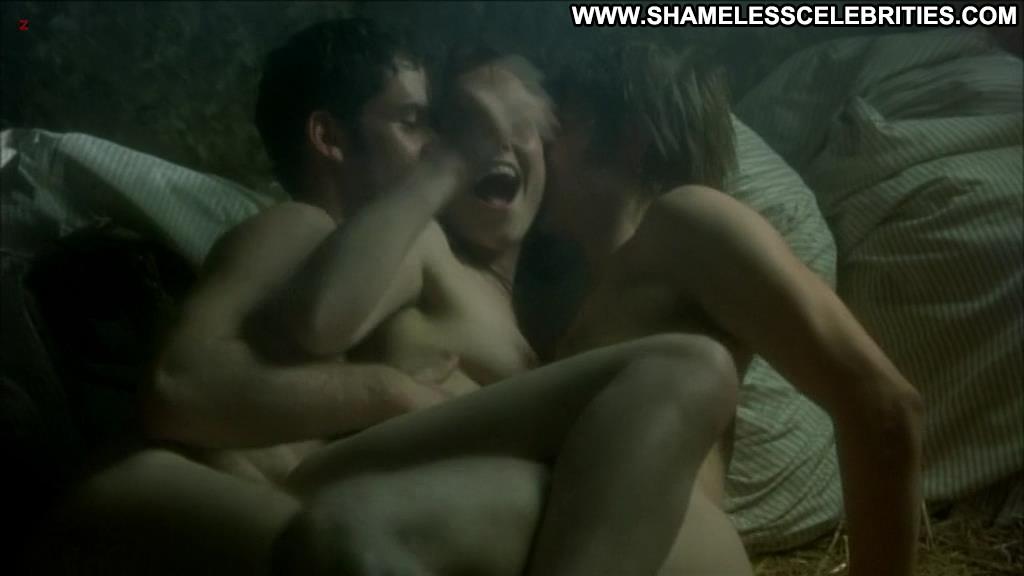 Celebrities threesome nude
