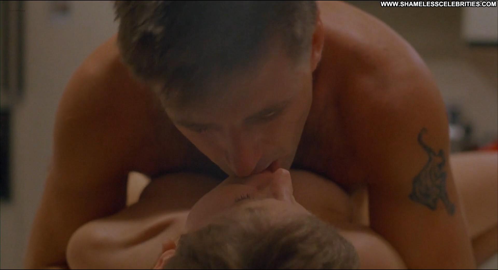Alec baldwin slams dumb paris hilton for making sex tape