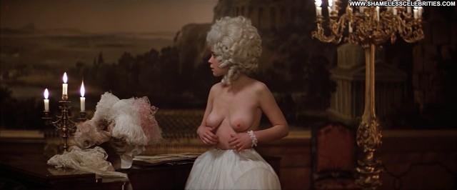 Elizabeth Berridge Amadeus Posing Hot Stripping Topless Nude Celebrity