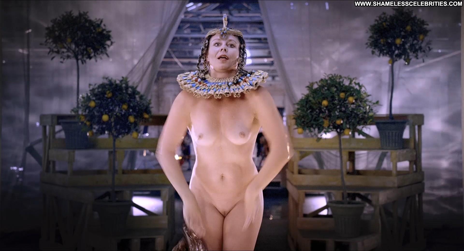 Nude desi sucking pussy
