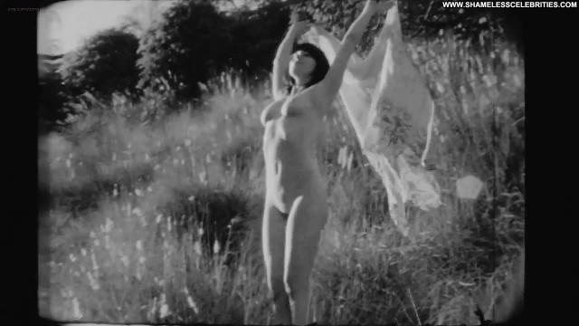 Rose Mcgowan Wild Rose Full Frontal Posing Hot Celebrity Nude