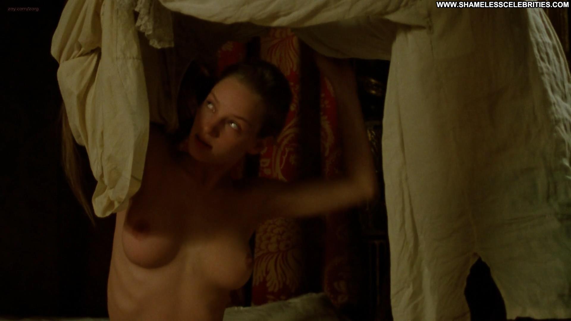 Valerie Gogan  nackt