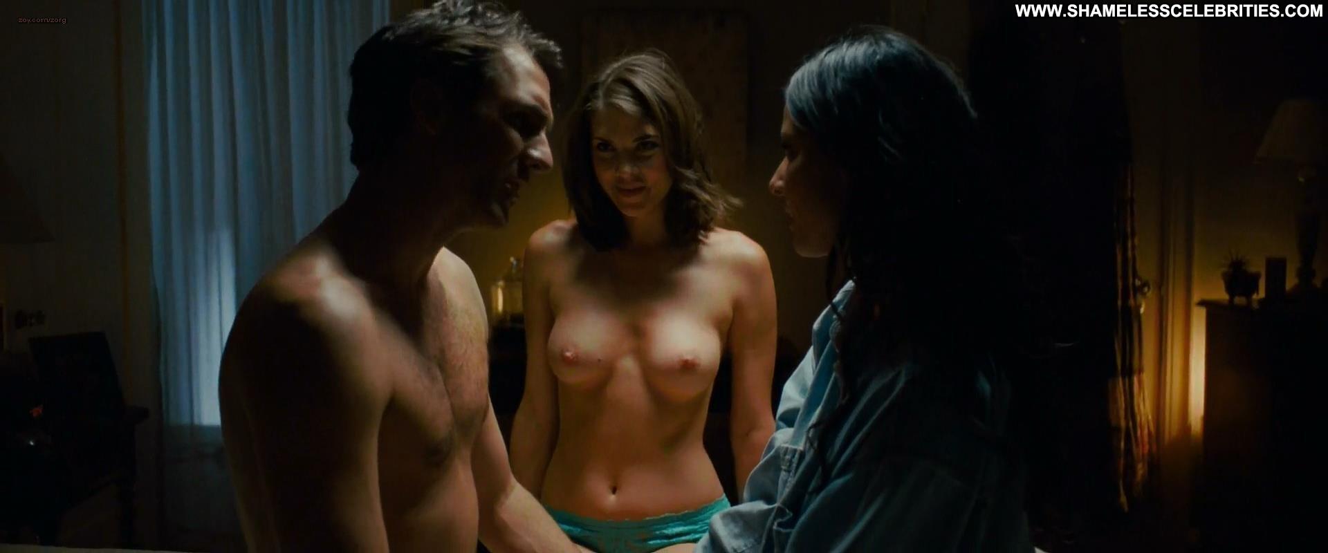 Jennifer Jason Leigh Ass pics