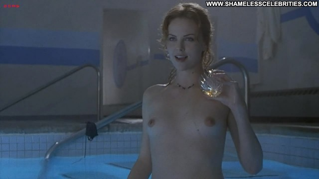 Charlize Theron Reindeer Games Skinny Dipping Nude Posing Hot