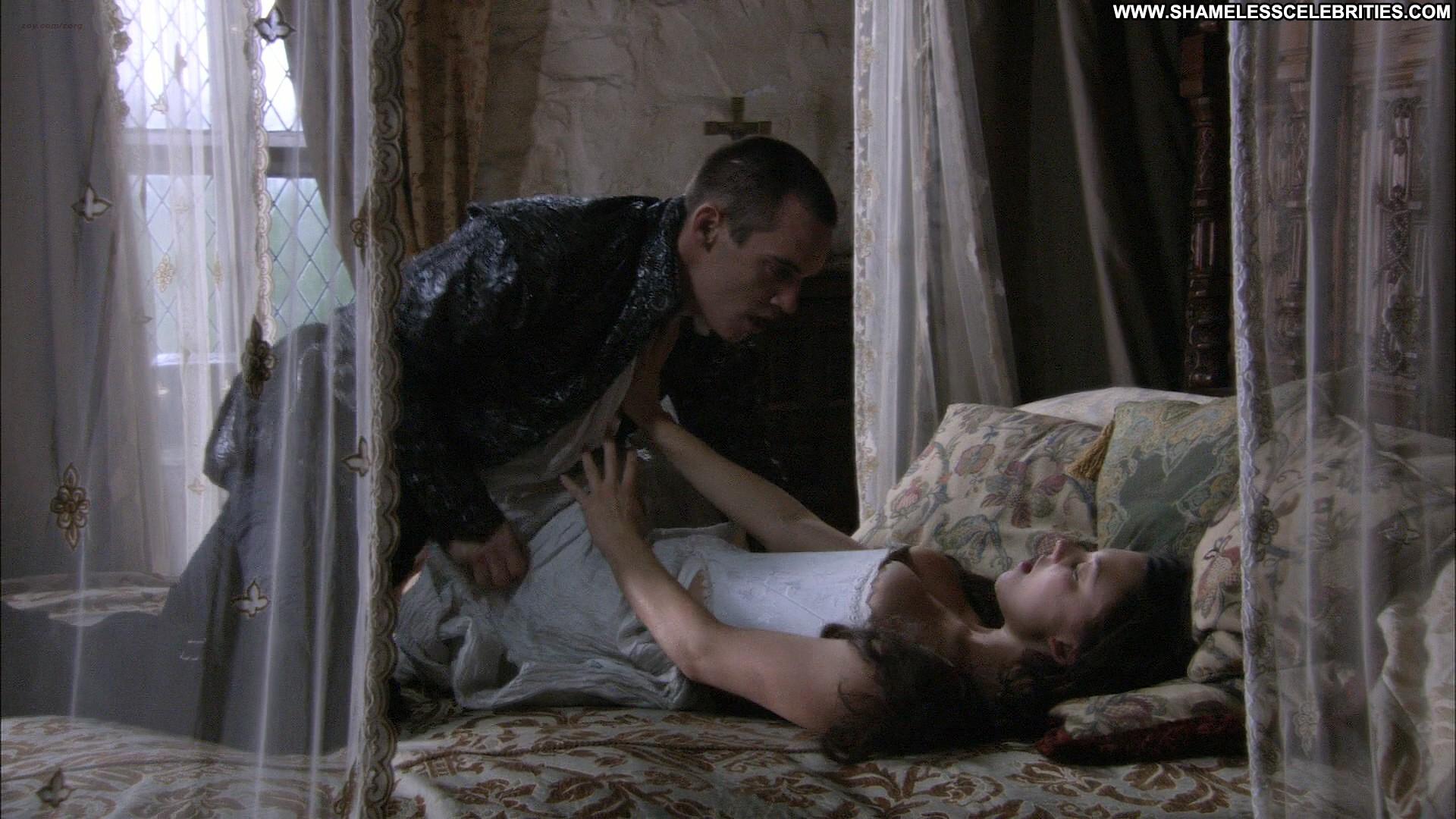 Gabrielle Anwar Sex Scene 22