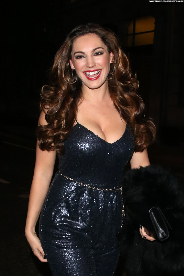 Kelly Brook Babe High Resolution Posing Hot Beautiful Candids