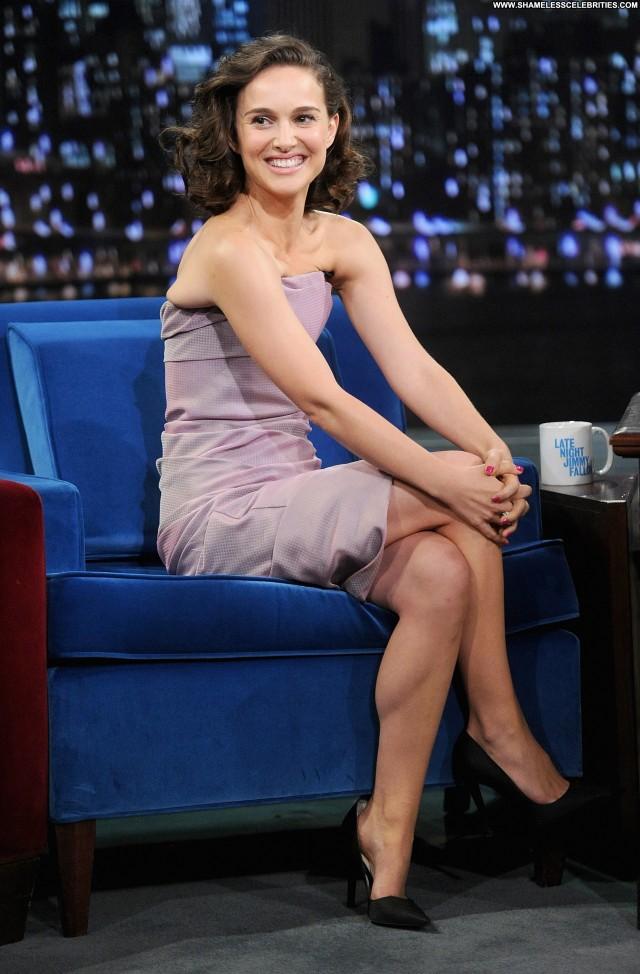Natalie Portman Late Night With Jimmy Fallon Posing Hot Celebrity