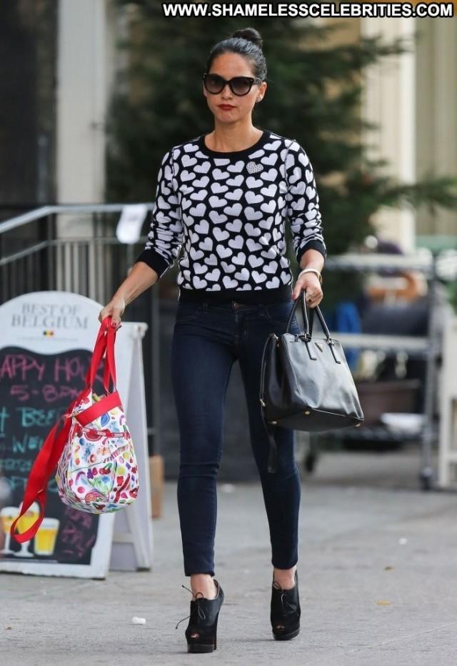 Olivia Munn Shopping Posing Hot Beautiful High Resolution Babe New