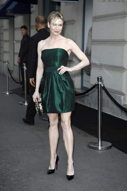 Renee Zellweger Celebrity Beautiful Babe Posing Hot High ... Renee Zellweger