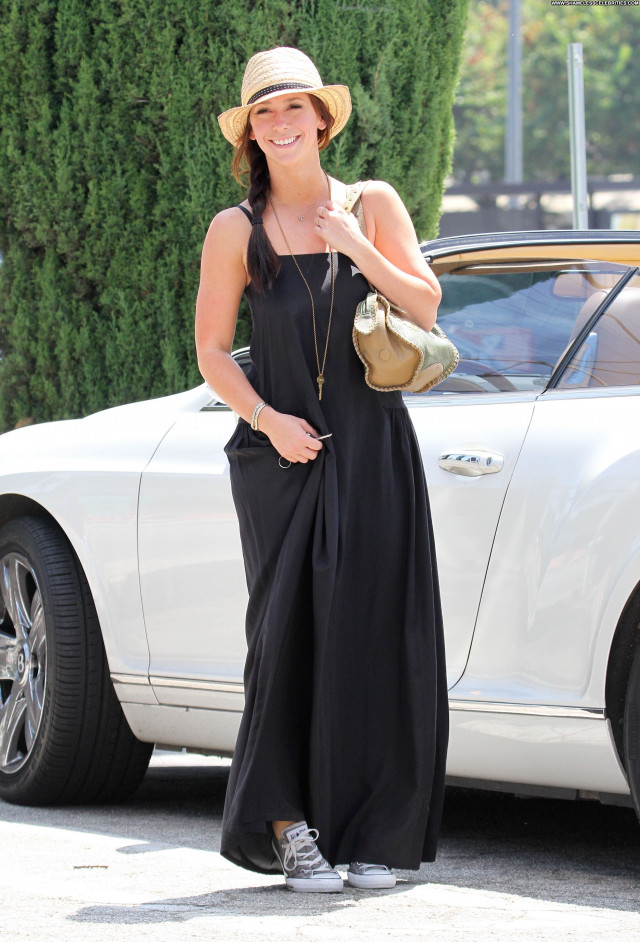 Jennifer Love Hewitt Studio City High Resolution Posing Hot