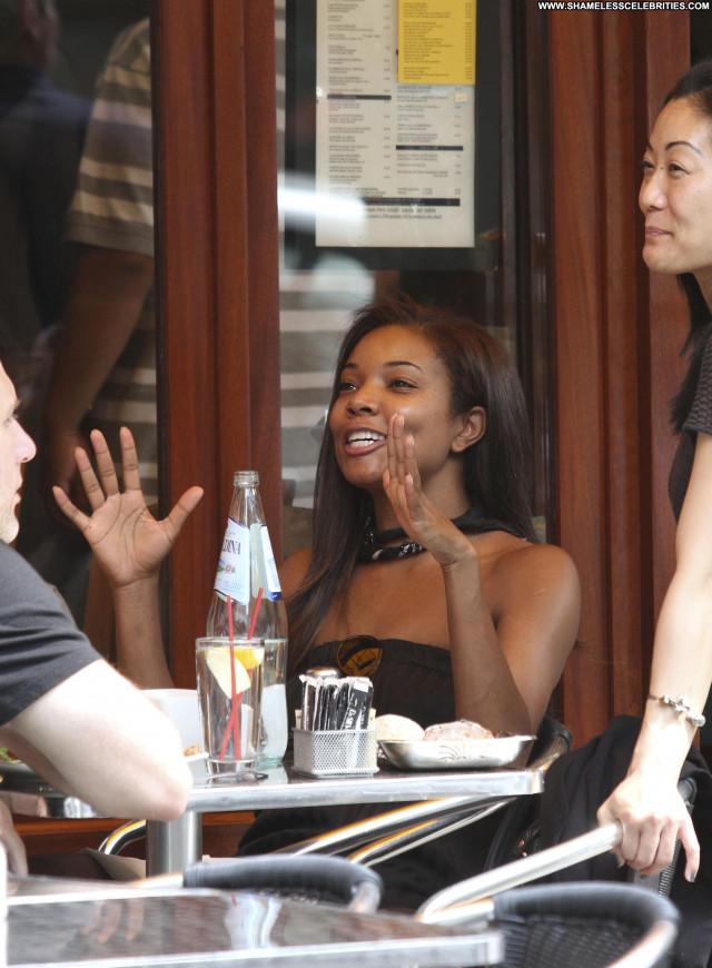 Gabrielle Union Gabrielle Posing Hot High Resolution Restaurant Babe