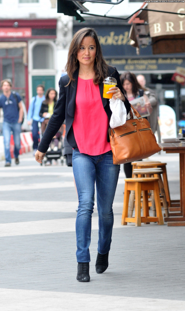 Pippa Middleton No Source  High Resolution Babe Posing Hot Celebrity