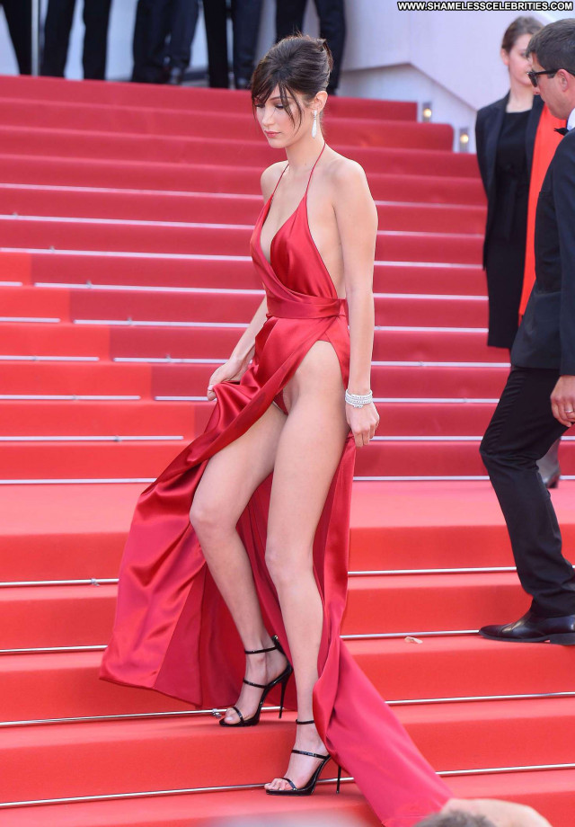 Belen Rodriguez The Red Carpet American Celebrity Posing Hot Old Red
