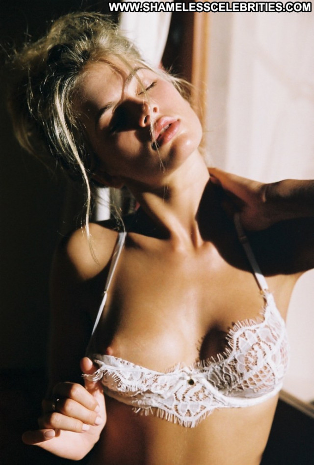 Megan Irwin No Source  Topless Celebrity Model Posing Hot Babe