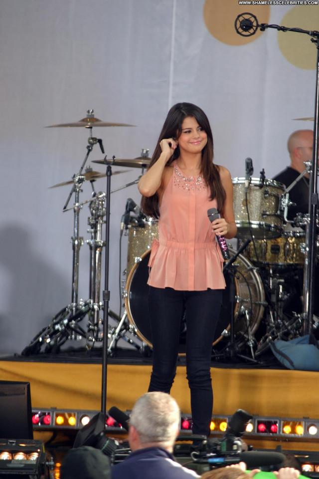 Selena Gomez Good Morning America Babe Celebrity Posing Hot Beautiful