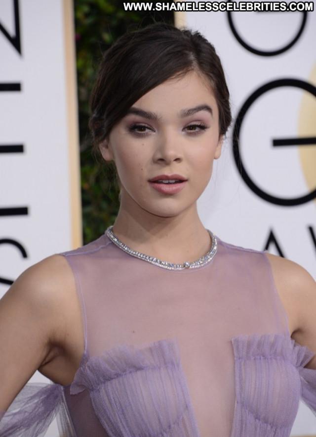 Hailee Steinfeld Golden Globe Awards Usa Babe Red Carpet Posing Hot