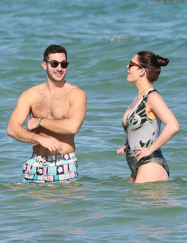 Susie Amy Miami Beach Beautiful Posing Hot Beach Celebrity Babe