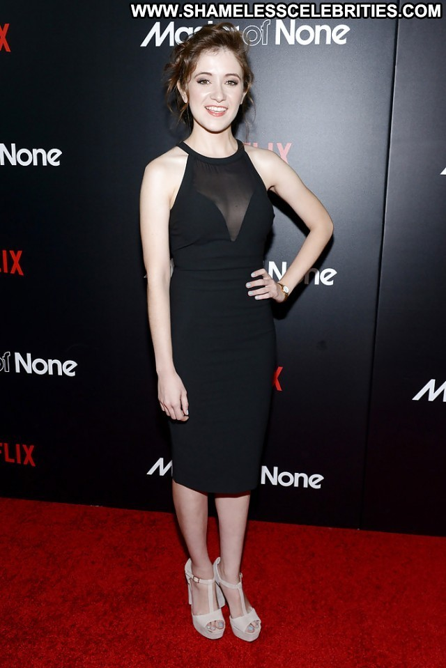 Noel Wells Pictures Celebrity Hot