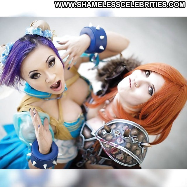 Yaya Han Pictures Hot Sea Celebrity Stunning Cartoon Cosplay Model